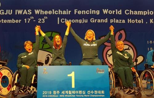 Sporttörténelmi aranyérmet, két ezüst- és két bronzérmet nyertek a magyarok a kerekesszékes vívó világbajnokságon