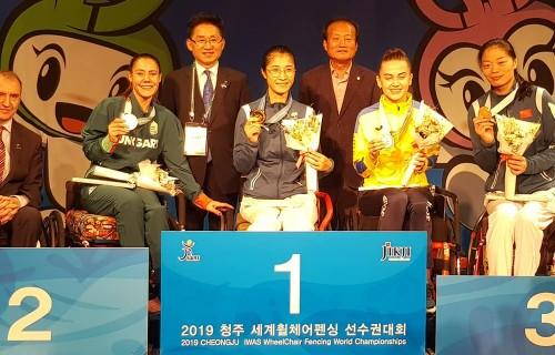 Hajmási Éva és Mező Boglárka ezüst, Krajnyák Zsuzsanna bronzérmet nyert a kerekesszékes vívó világbajnokságon!